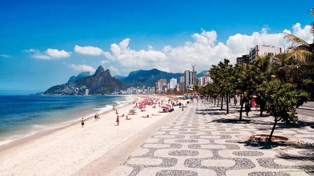 A praia de Copacabana é considerada uma das mais belas do mundo